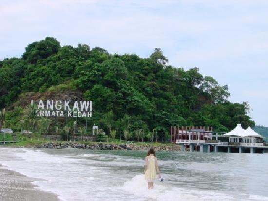 pantai-cenang-beach
